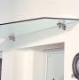 Bild von einem Glasvordach mit Edelstahlhaltern