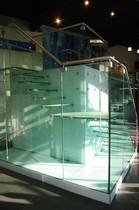 Bild einer Treppe aus Glas